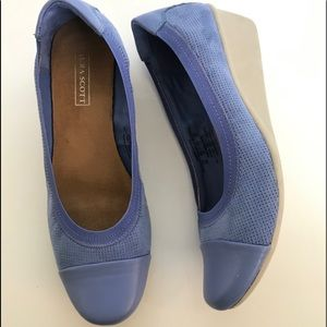 Laura Scott blue faux suede wedge wedge loafer 8